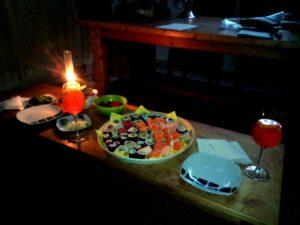 Mit Sushi und Sommergetränken feiern wir die Übergabe der alten Wohnung in Köln
